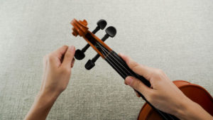 How To String A Violin Yourself? 1
